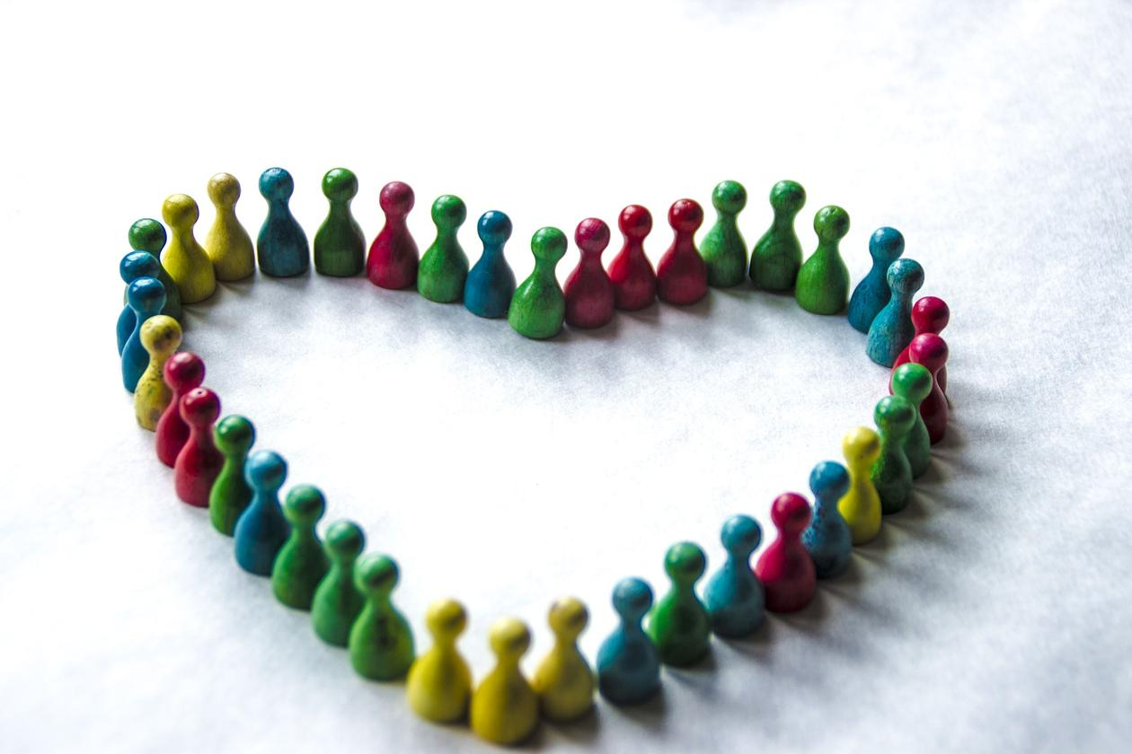 fargeriek figurer i hjerteform