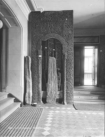 Dørportal frå mellomalderen på Bergen Museum