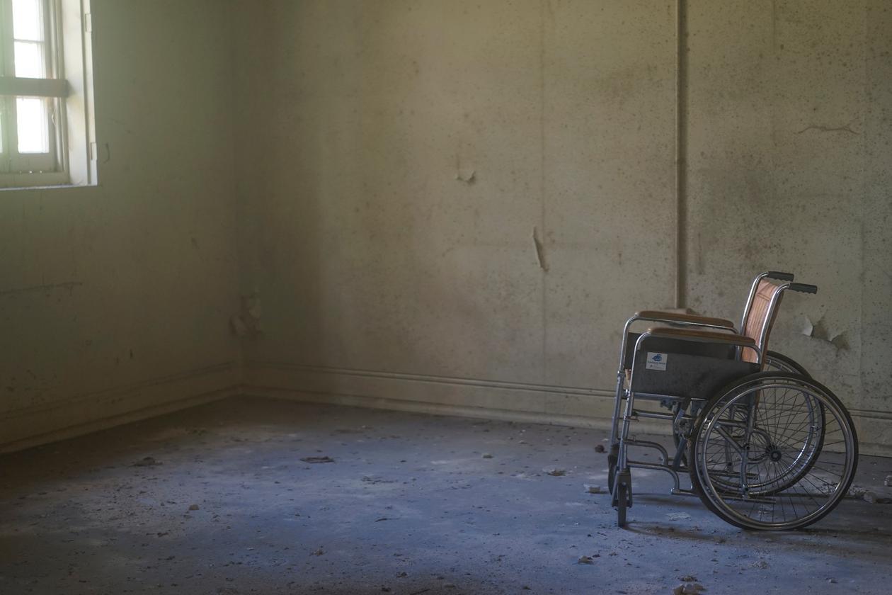 rullestol i tomt rom