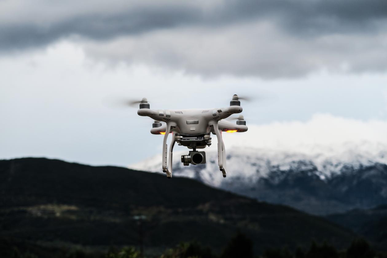 Bilde av drone i lufta