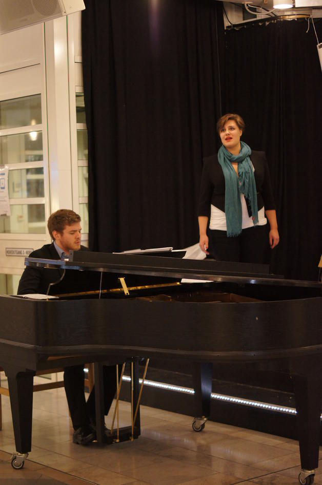 A pianist and an opera singer from the Grieg Aacademy.