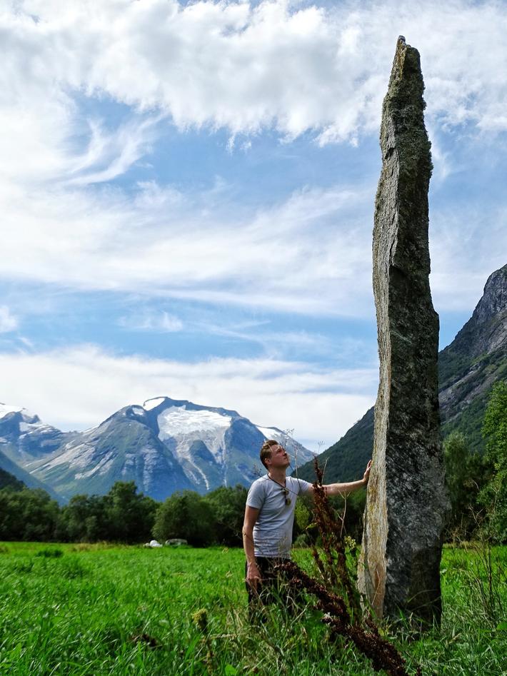 Leszek Gardeła examining the bauta stone in Guddal Jøtulstaven, Sogn og Fjordane.