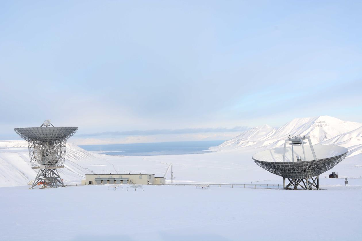 Satelitte dishes in Svalbard, used as part of the research of the Birkeland Centre for Space Science, pictures are from an article in the UiB Magazine.