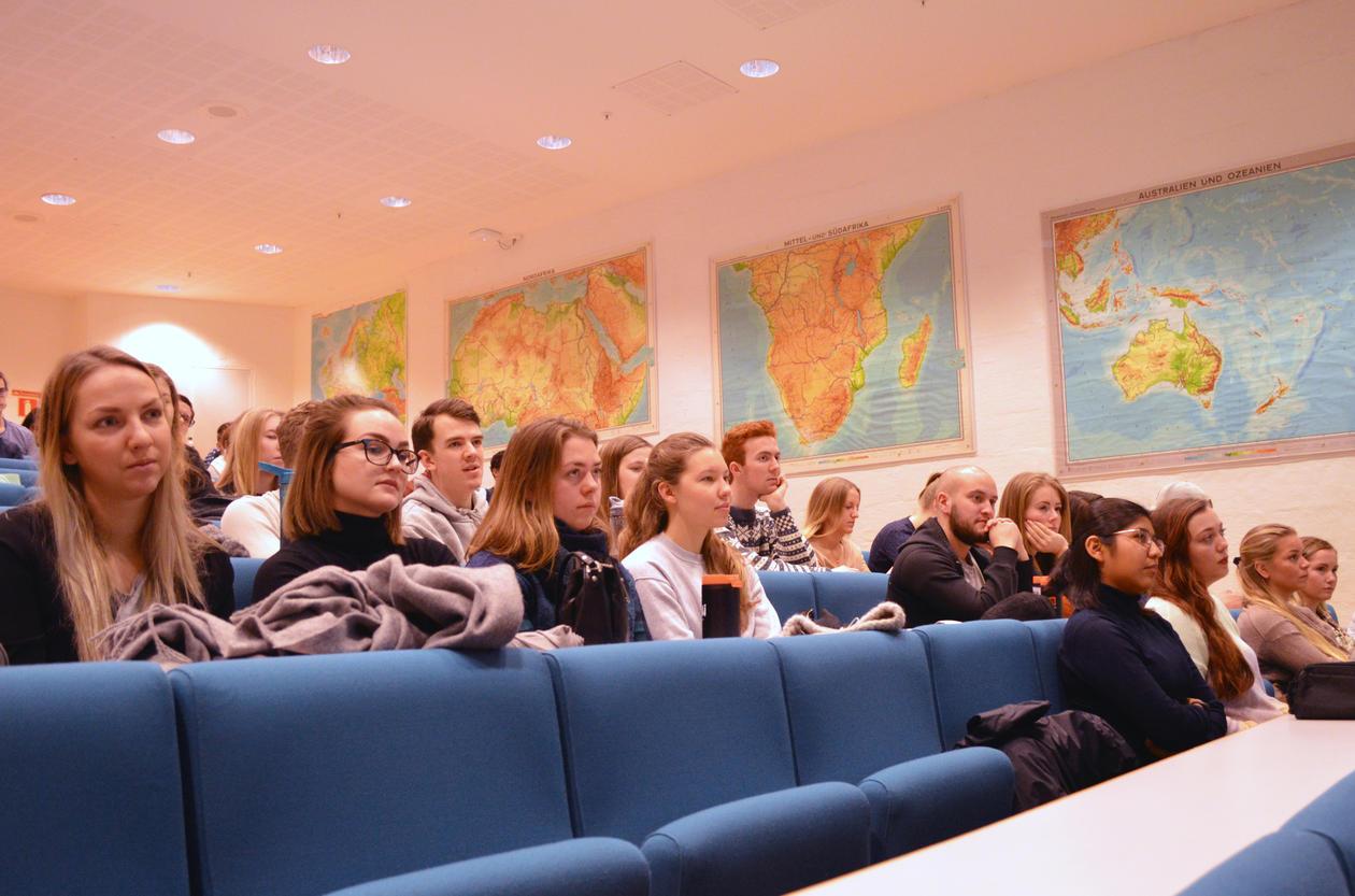 Studenter i auditoriet SV-bygget