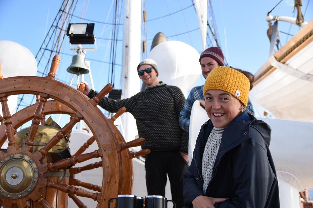 Unge mennesker om bord på Statsraad Lehmkuhl