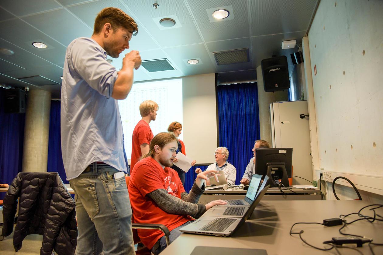Bilde av kontrollrommet på OSKE