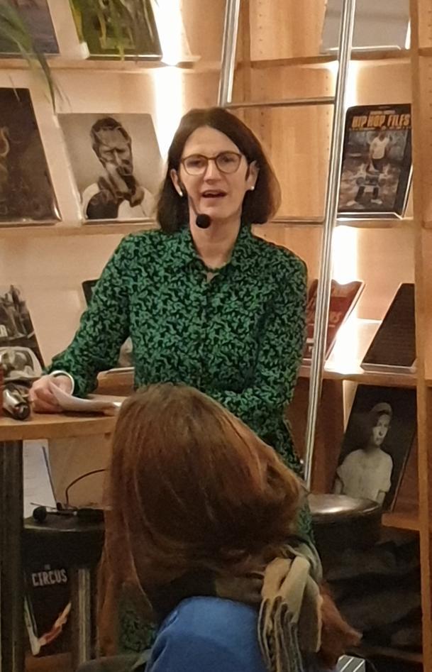 Bettina Husebø under lansering av Eldreboken