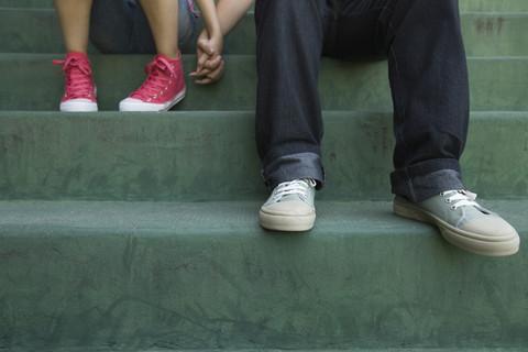 bena på trapp av et barn og en voksen
