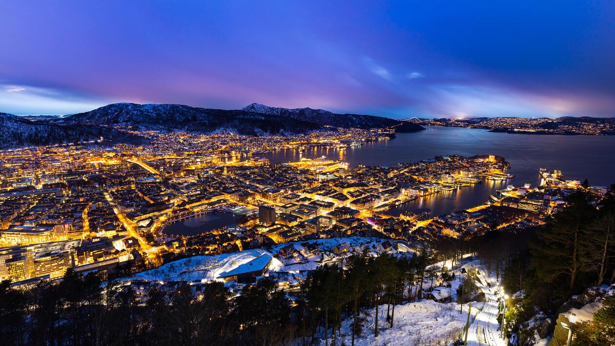 Bergen sett fra Fløien ettermiddagslys