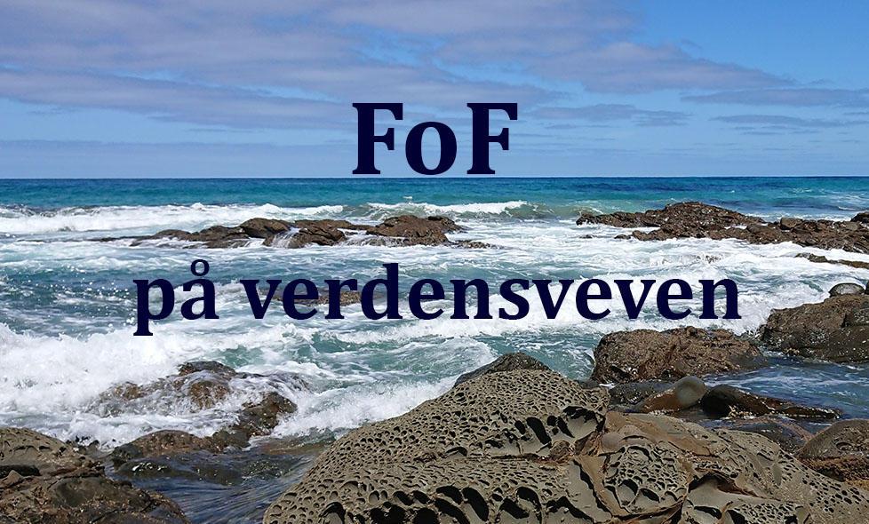 Teksten FoF på verdensveven mot en bakgrunn av svabert hav og himmel (fra Great Ocean Road i Australia)