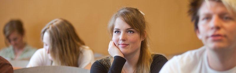 Bilde av studenter på forelesning