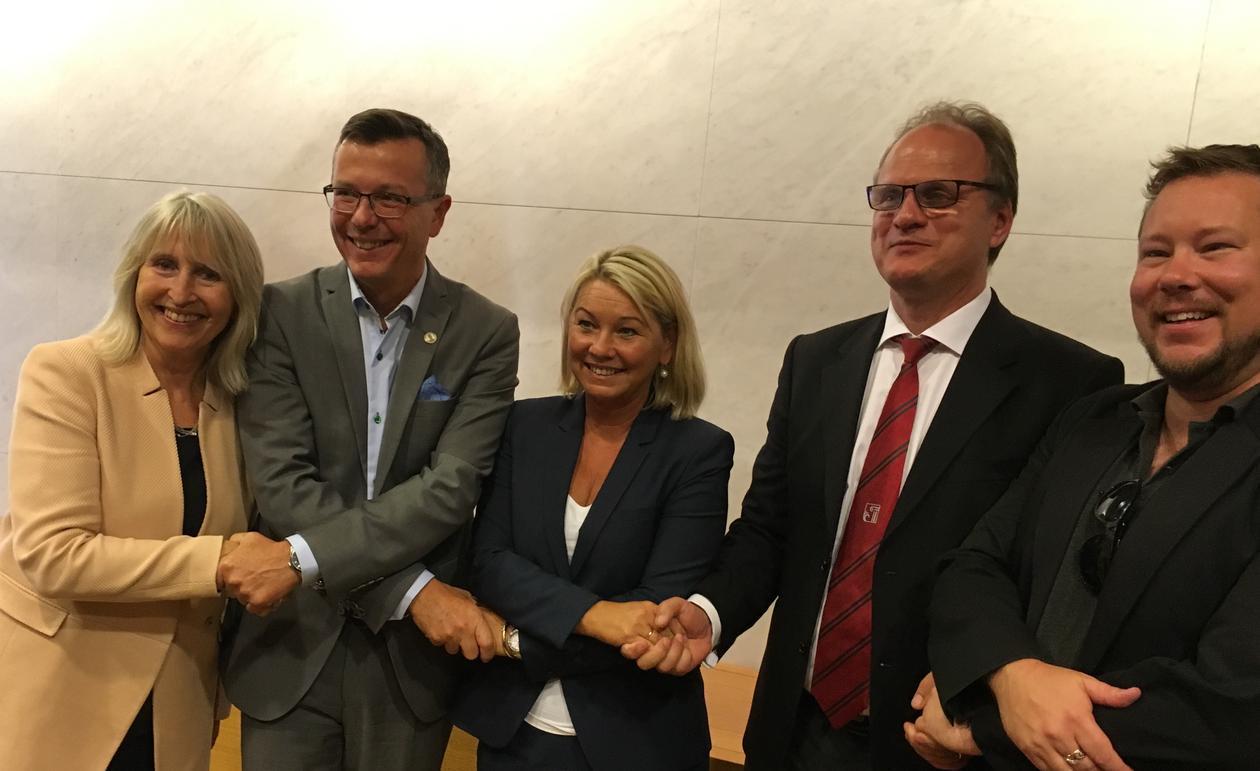Næringsminister Monica Mæland sammen med representanter fra de fire eirene av det nye selskapet.