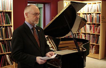 Sigmund Grønmo ved åpningen av Griegsenteret