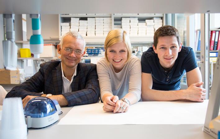 he resarch group: Professor Eystein Sverre Husebye (to the left) together with molecularbiologists Bergithe Eikeland Oftedal and Aleksander Hellesen.