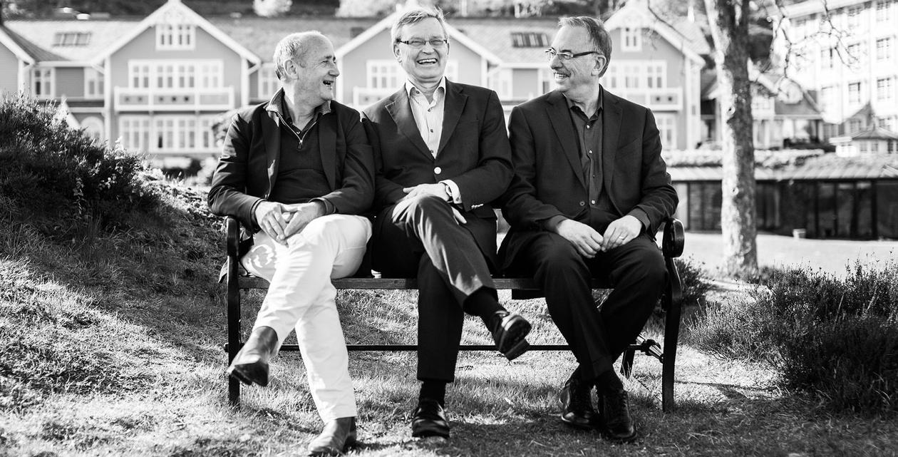 Group photo of Ate Van der Zee, Carl-Henrik Heldin and Bruce Zetter.