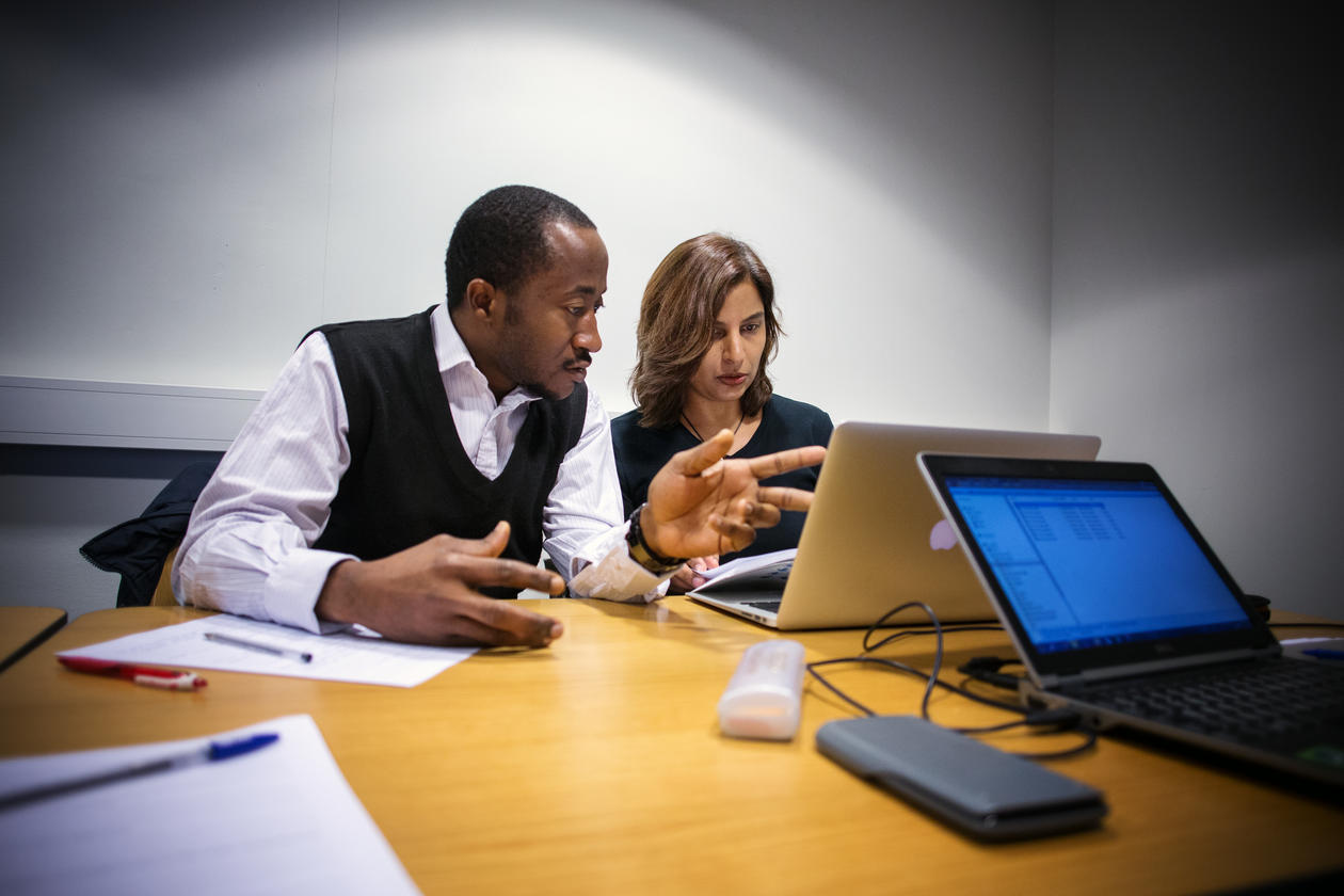 Ph.d. candidate Hamidah Hussain from Pakistan and master student Chukwuemeka S. Agbo from Nigeria at the first course in health economics at the Centre for International Health in spring 2014.