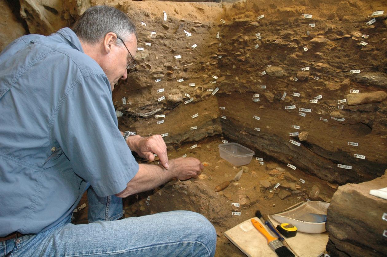Christopher Henshilwood i Blombos Cave