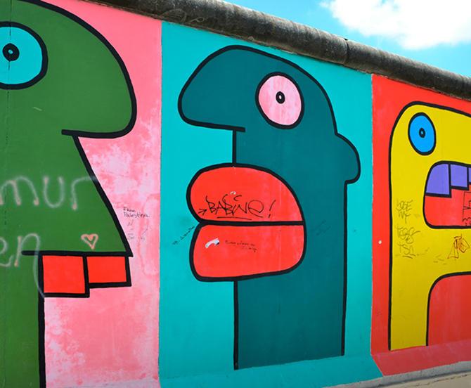 Nærbilde av grafikk fra Berlinmuren