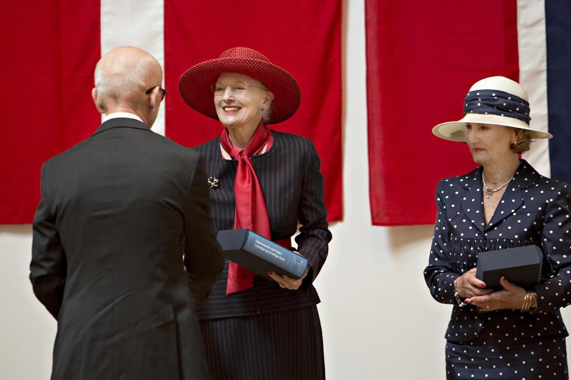 Overrekkelse av praktverk av Holberg til den danske og norske dronningen