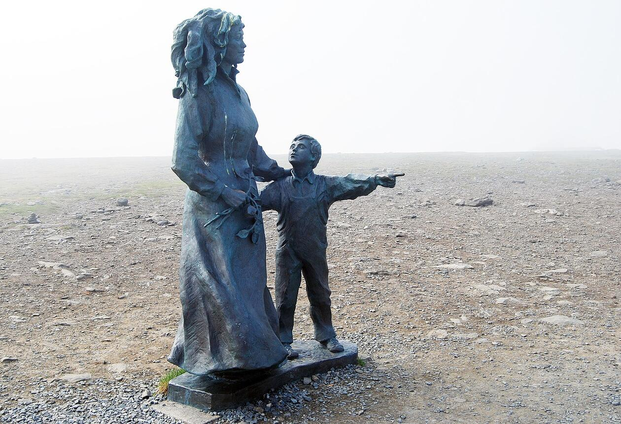 Statue mor og barn - Nordkapp