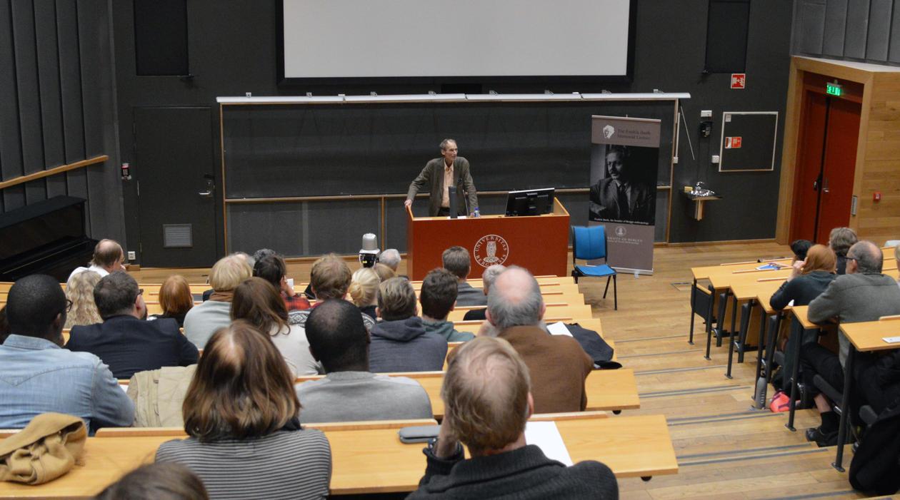 Pr. Eriksen talte for et trollbundet publikum
