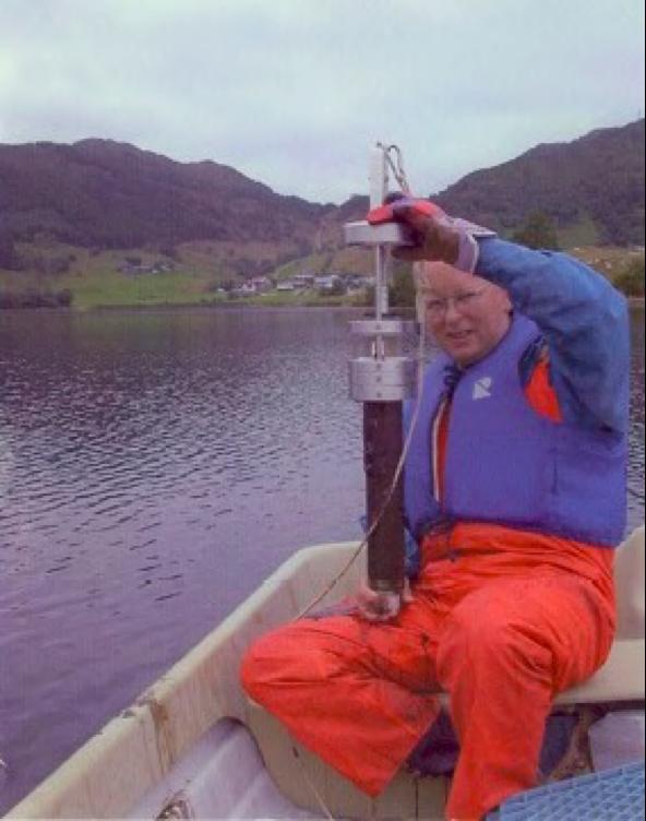 Prof. Atle Nesje demonstrating the HTH gravity corer
