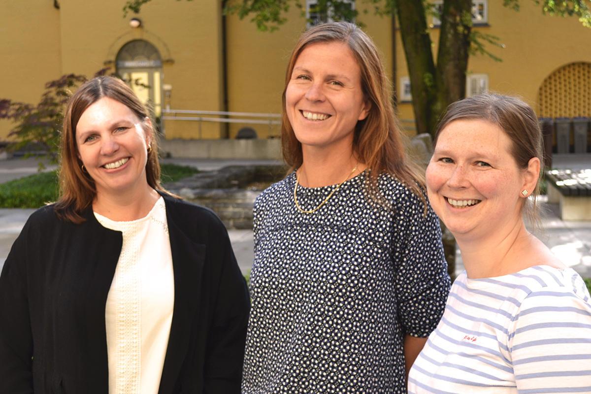 Anne-Lise, Julie og Signe på inforsenteret