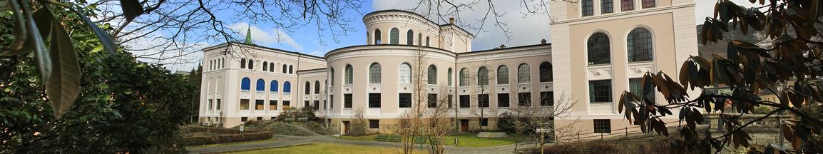 Baksiden av naturhistorisk museum fra muséhagen