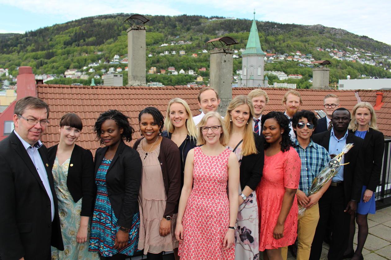 Bilde av uteksaminerte masterstudenter vår 2015