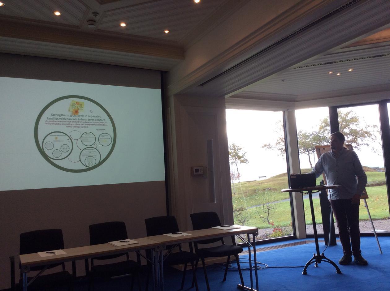 PhD candidate Jan Stokkebekk presenting his PhD project