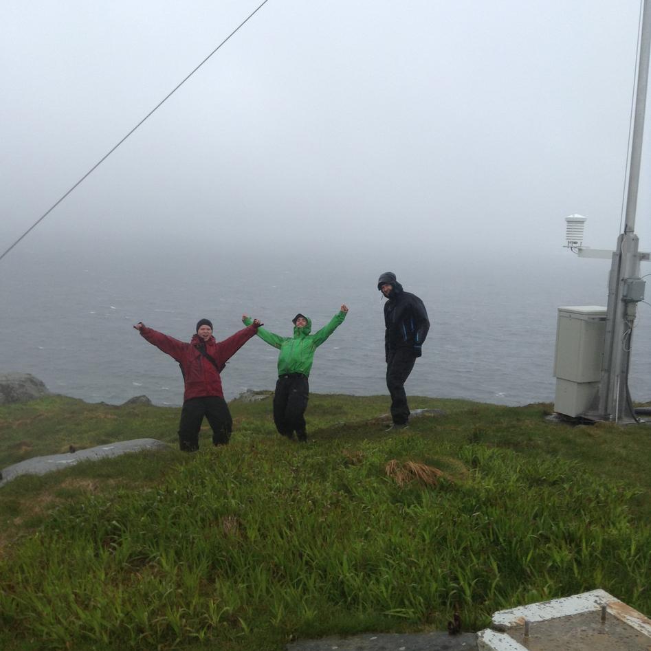 3 studenter ute i vinden.