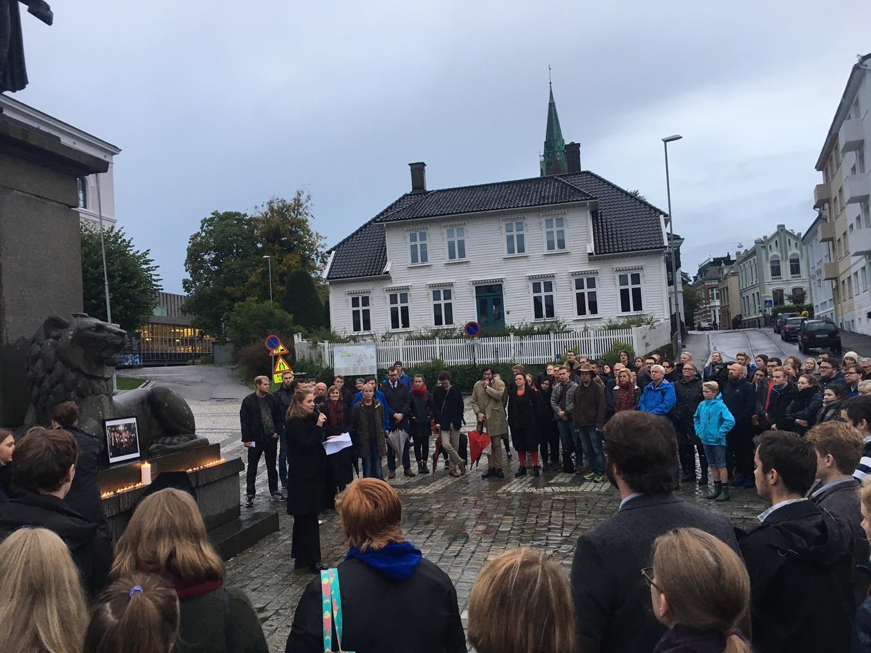Minnestund for Frank Aarebrot