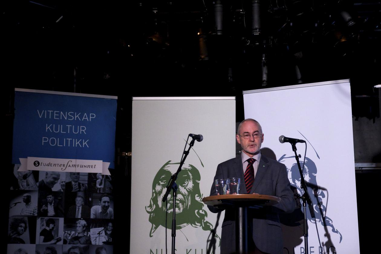 The chair of the Holberg Board, Professor Sigmund Grønmo, announcing the winners of the 2014 Holberg Prize and the 2014 Nils Klim Prize on 7 March 2014.