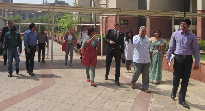 The delegation are beeing shown around the campus.