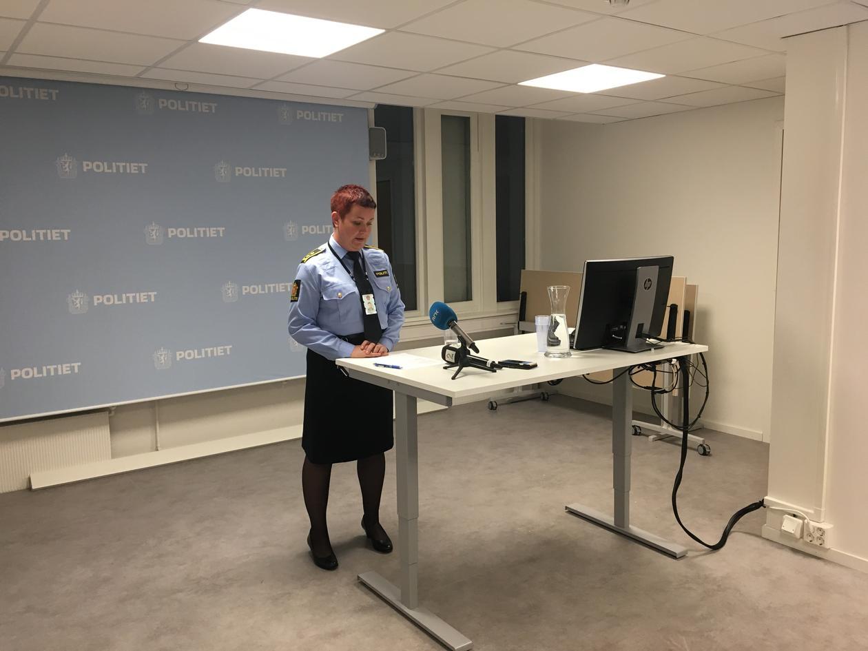 Linn Revheim på pressekonferansen til politiet