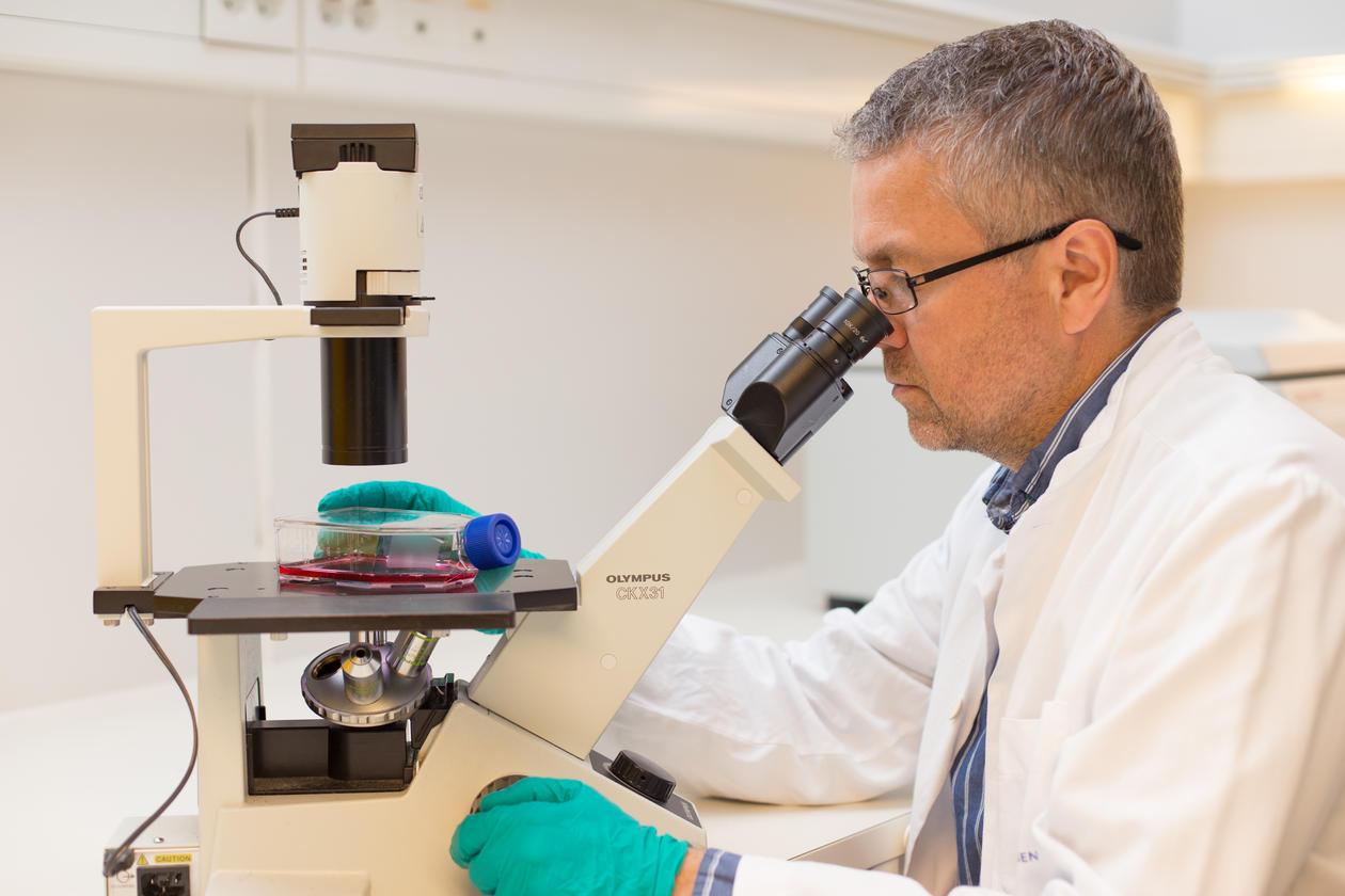 Frits Thorsen på laboratoriet