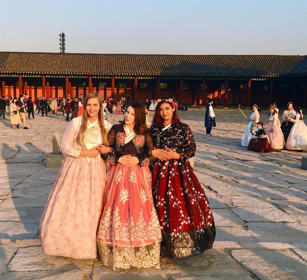 Ingvill i Korea med to venninner