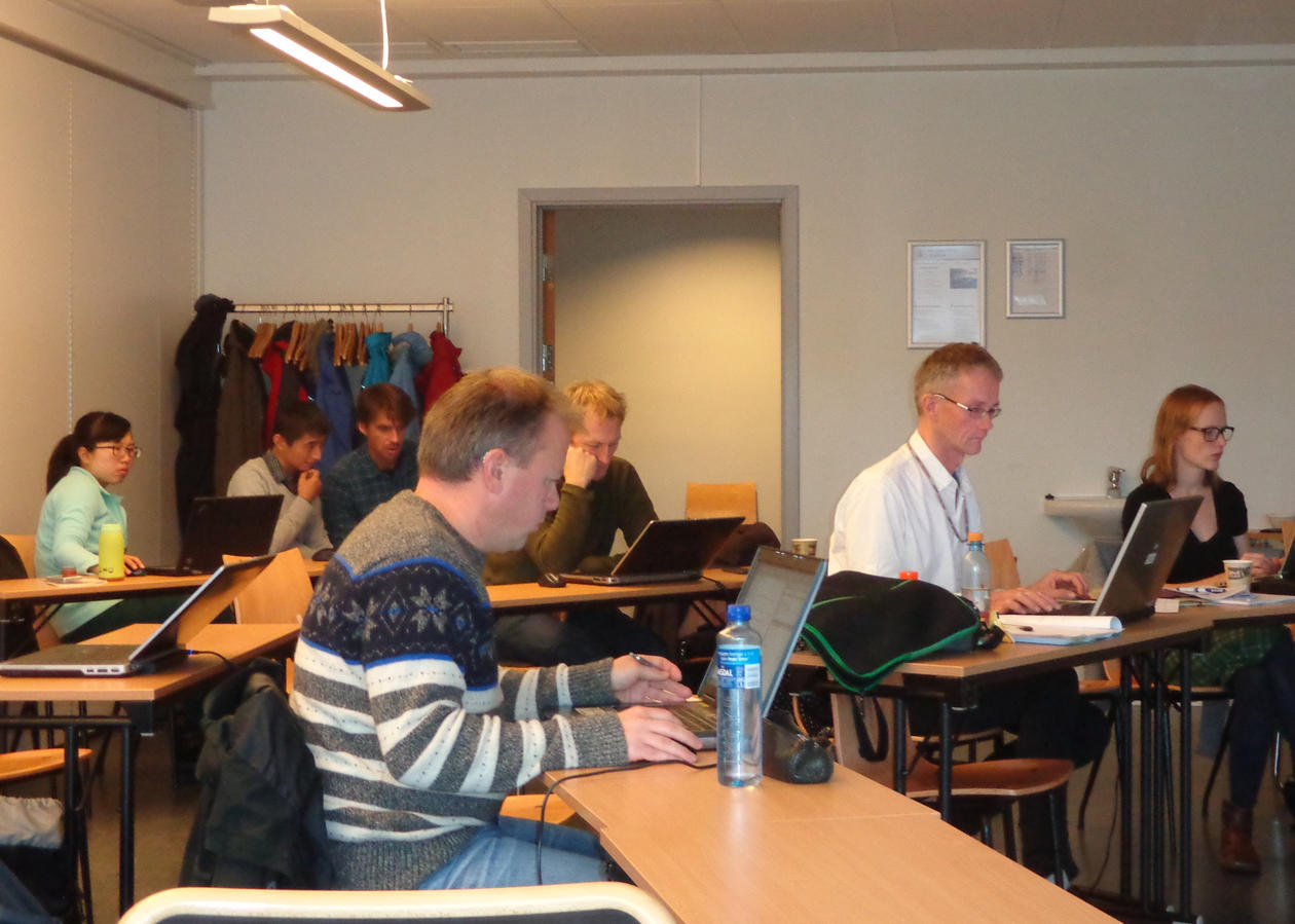 A view of the classroom with 7 participants of the Integrated Projection Models course