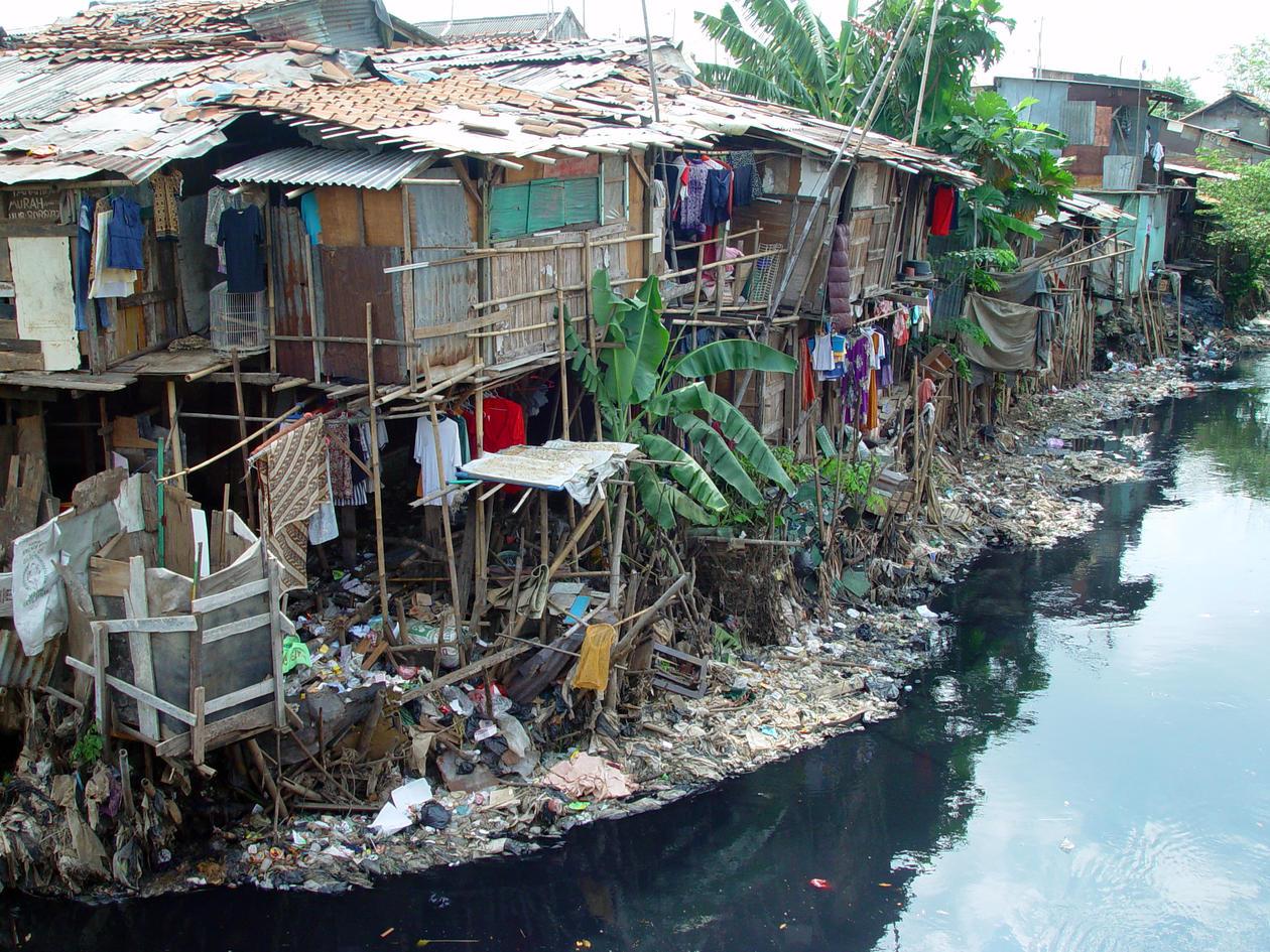 Bilder av hus i en slum