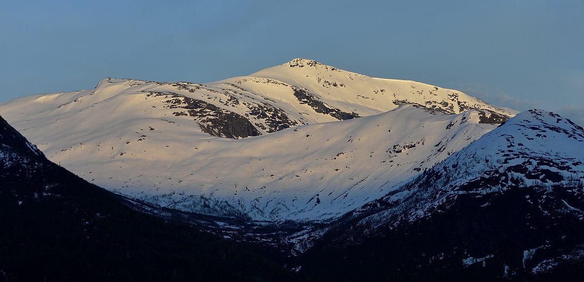 På toppane er det framleis skiføre, men dei fleste gruppene arbeidde i lågare nivå som no var utan snø.