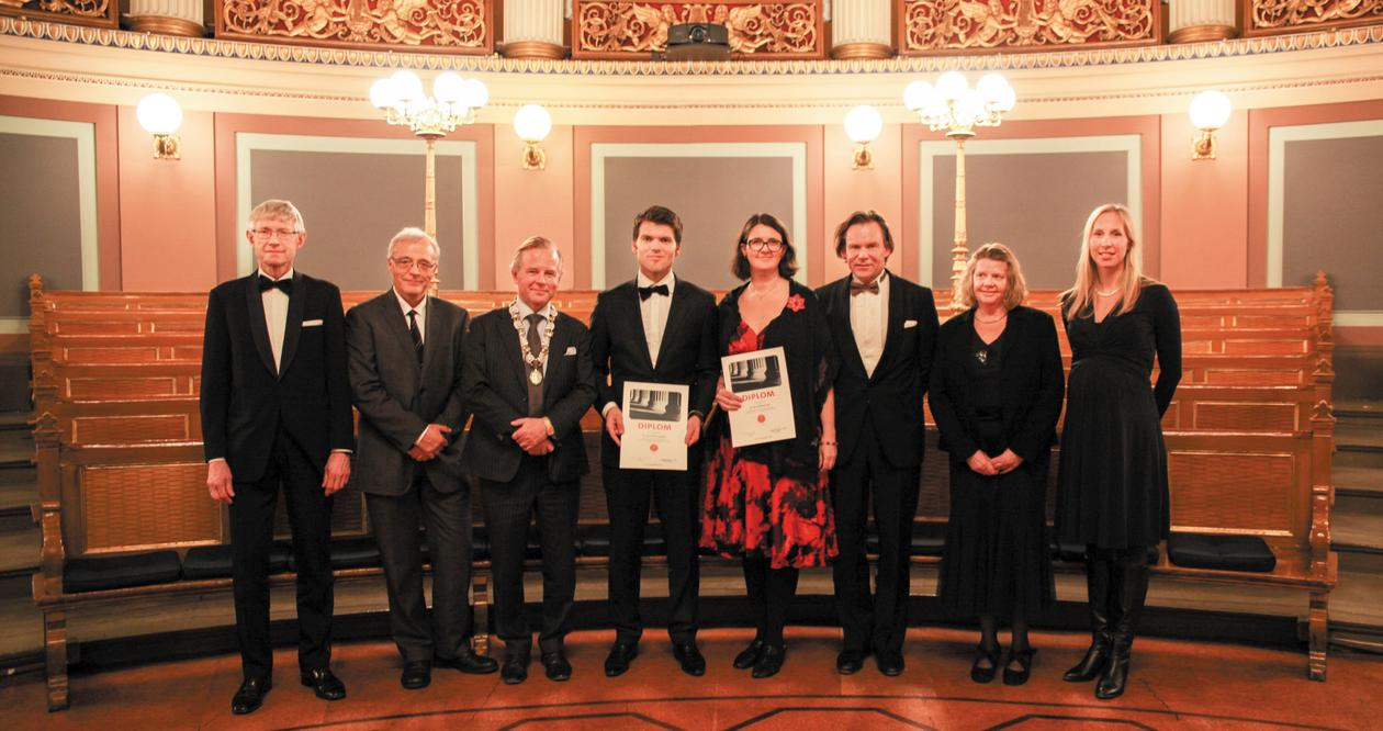 Gruppebilde med Kreybergkomiteen og prisvinnarane.