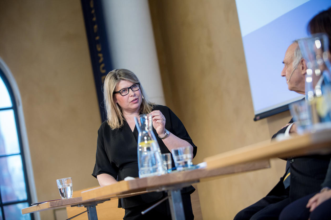 Kikki Kleiven moderating one of the panels at the 2018 SDG Conference Bergen.