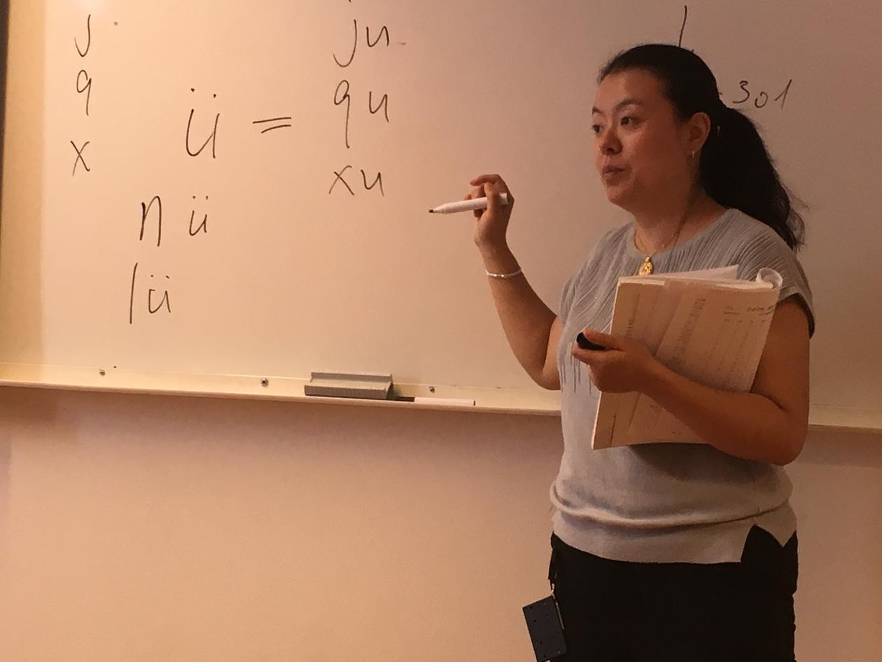 Universitetslektor Li Long underviser på nettstudium i kinesisk ved UiB