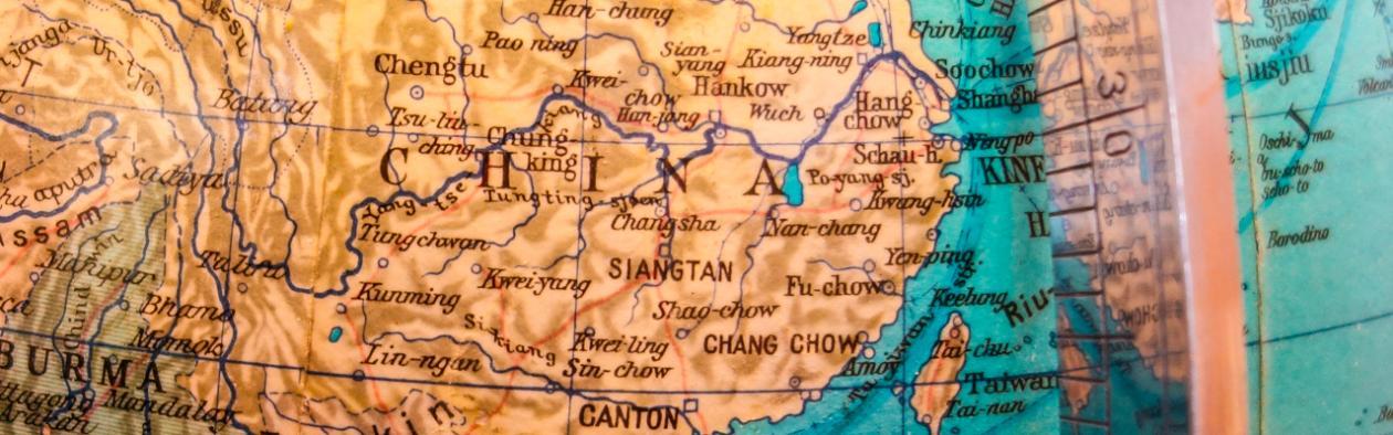 Kart over Kina på gamal globus