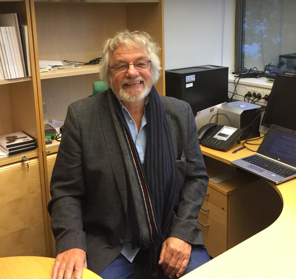 Professor Knut Fylkesnes på sitt kontor ved SIH i Bergen