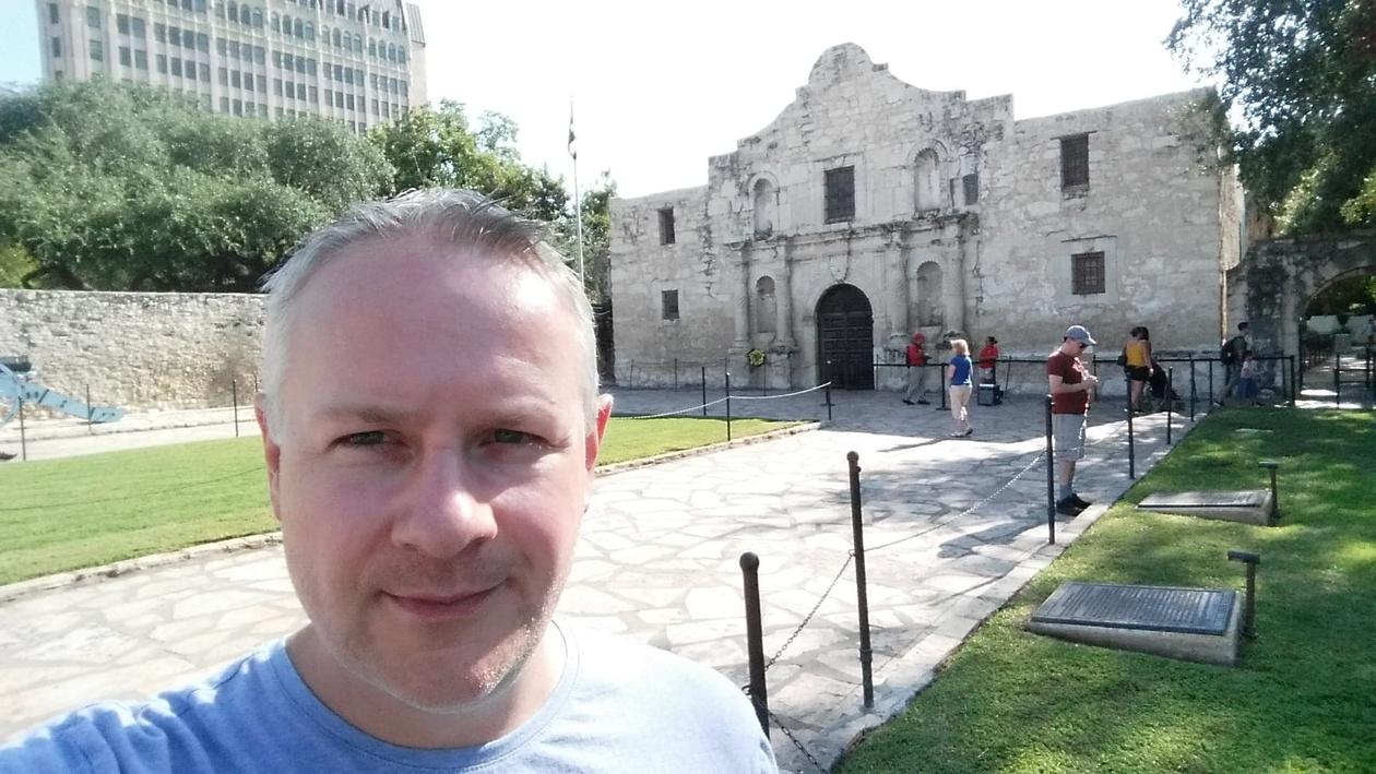 Omtrent halvannen times kjøring sør for Austin ligger historiske San Antonio. Her er jeg utenfor The Alamo – et historisk fort fra krigen mellom Mexico og USA på 1800-tallet.
