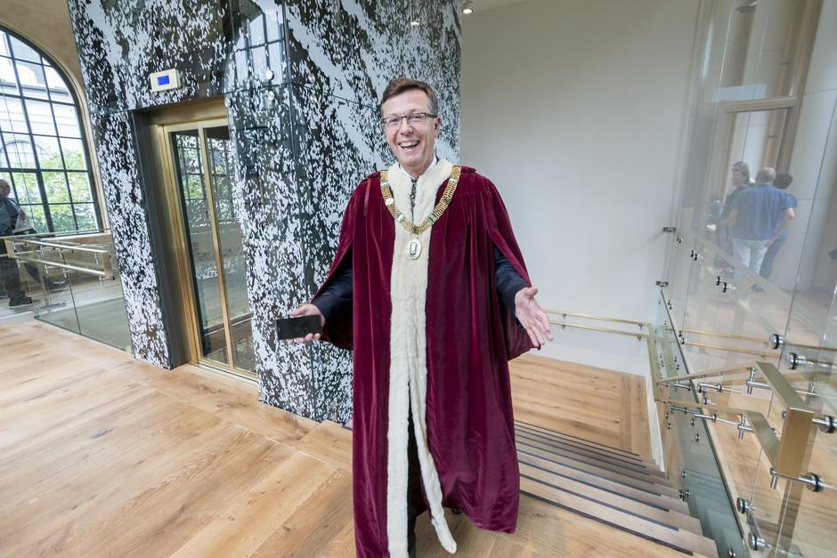 Rektor i trappehuset i aulaen