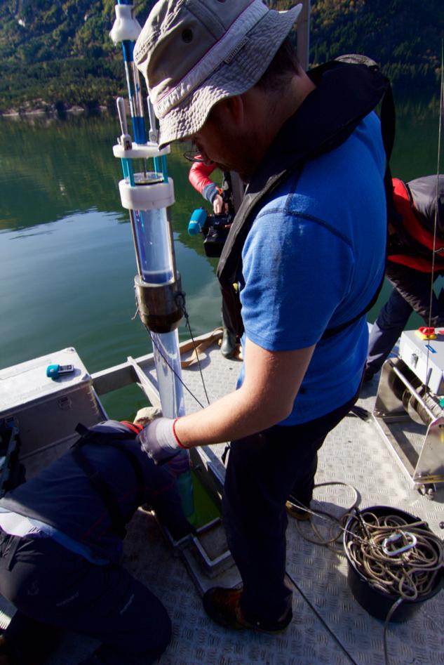 Eivind Støren collecting sediments from Lake Sandvinsvatnet, Odda