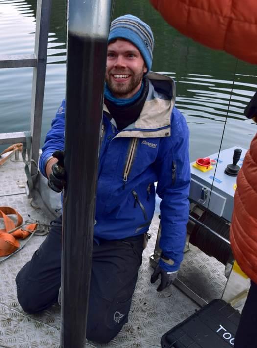 Torgeir Røthe collecting sediments from Lake Sandvinsvatnet, Odda