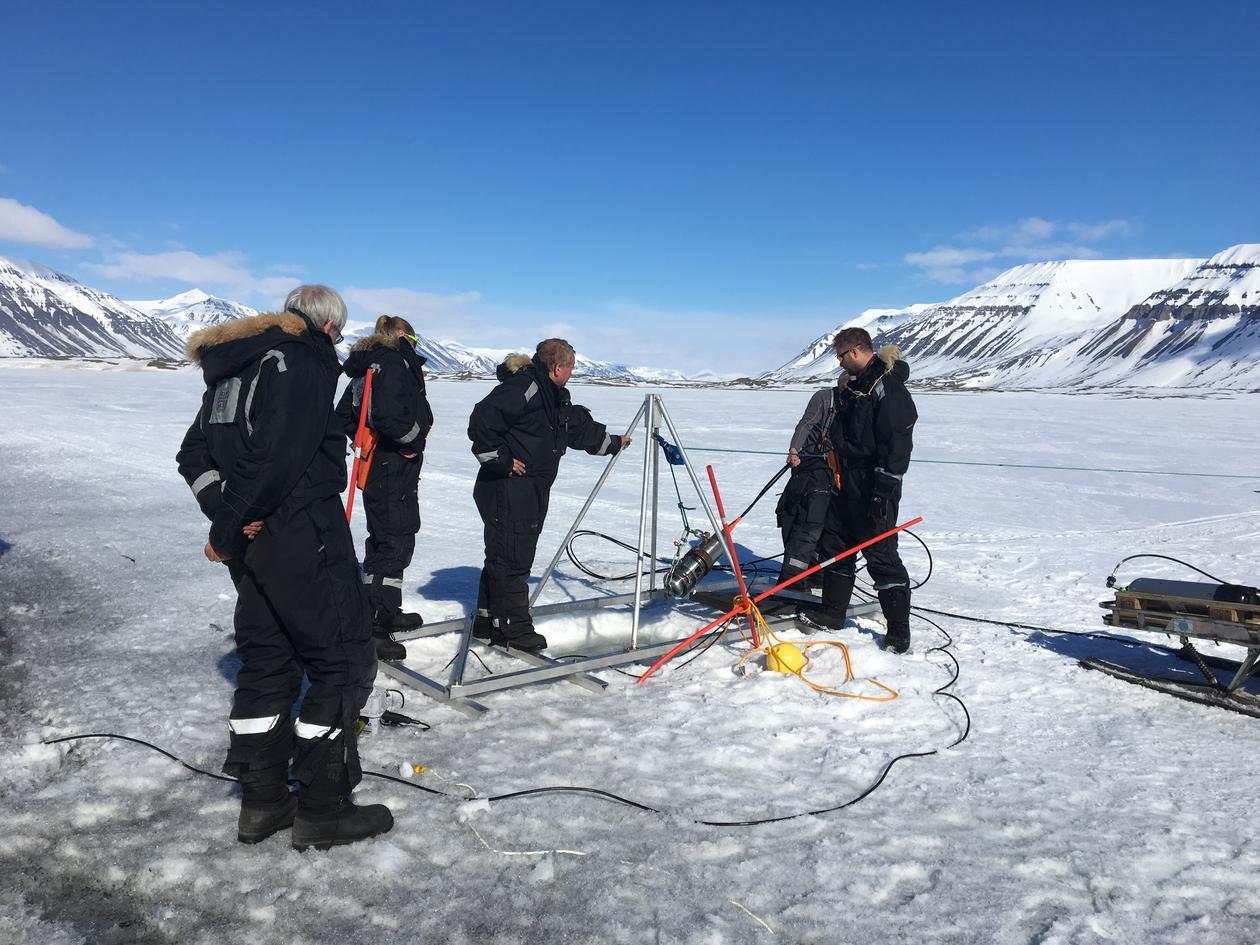 Seismikk på is ved Sveagruva på Svalbard mai 2017
